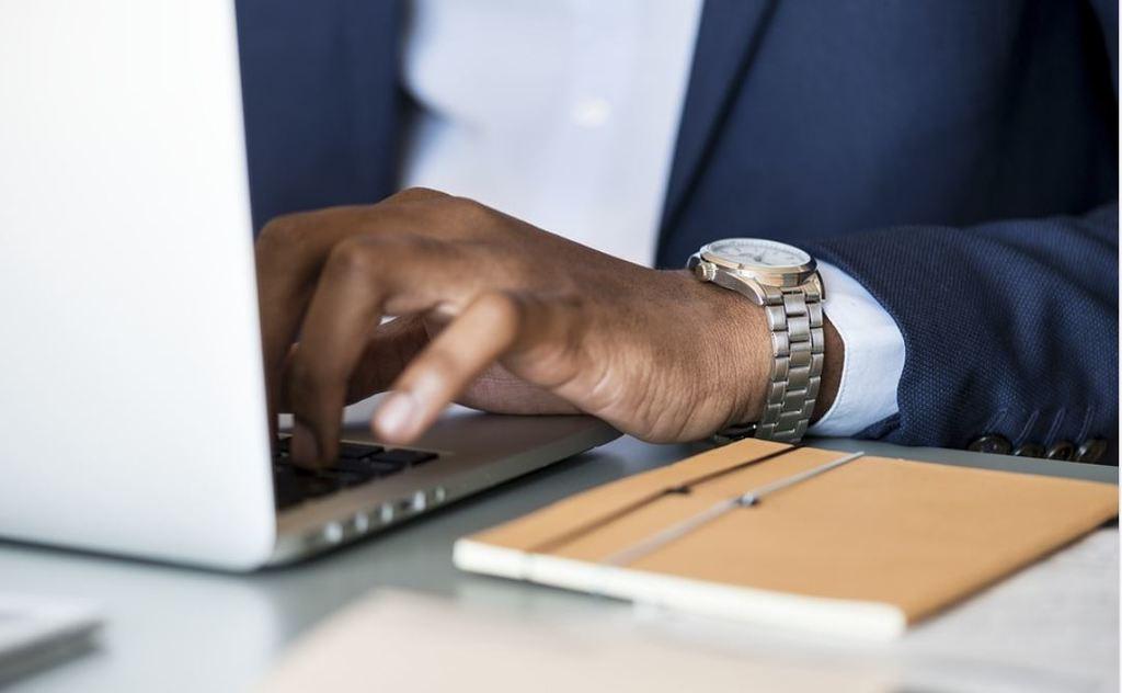 CEOs build social presence
